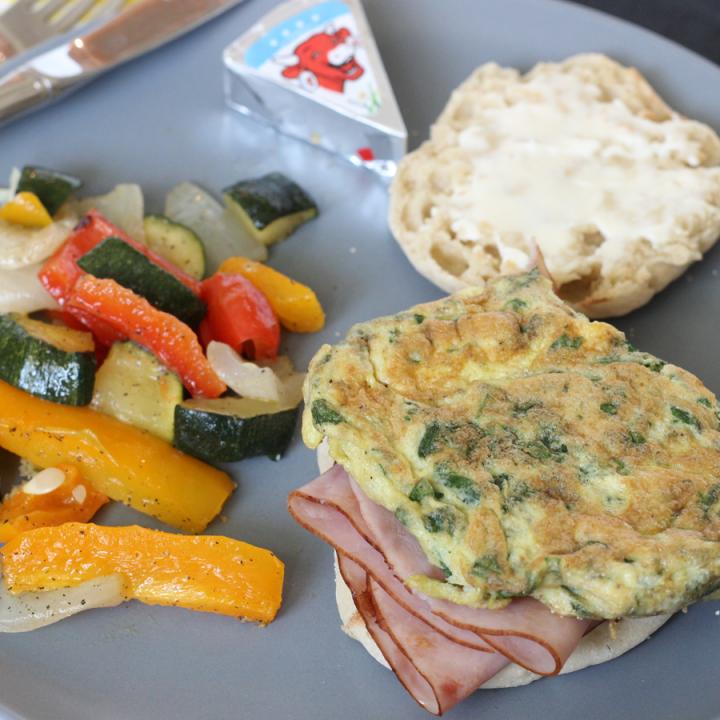 Cheesy Garlic & Egg Breakfast Sandwich